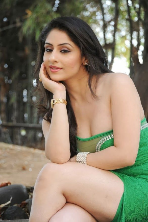 Bollywood Actresses Hot Thigh Show