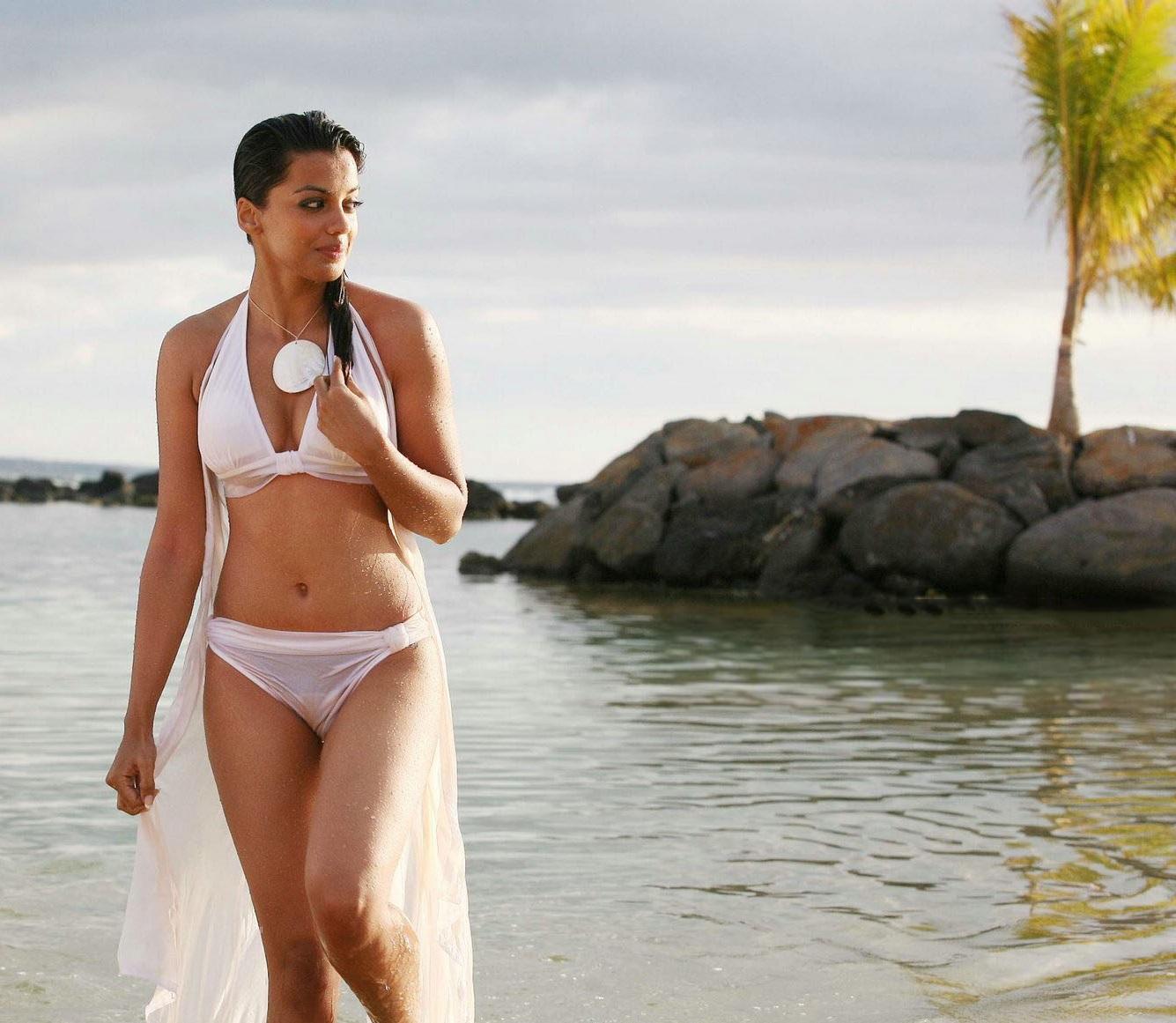Bollywood Actress Bikini Hd Wallpapers Welcomenri