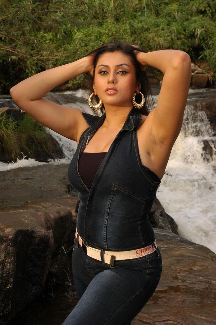 Tamil actress sexy pose