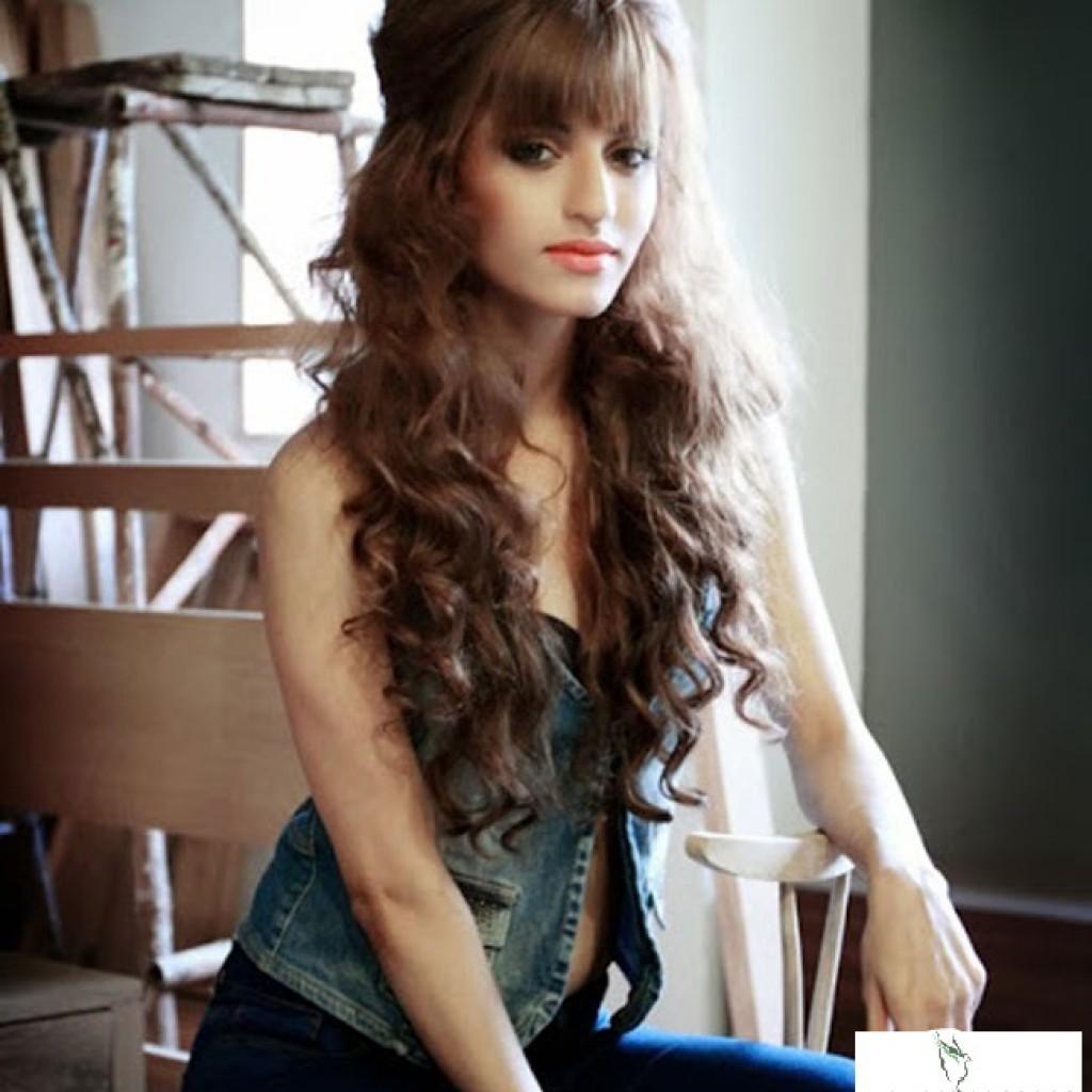 Serah Singh Yaariyan Actress Hot HD Wallpapers