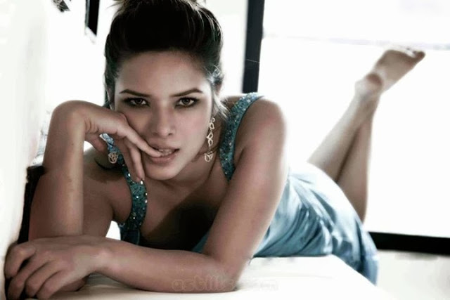 Udita Goswami hot images and pictures | Welcomenri Udita Goswami Hot Scene With Emraan Hashmi