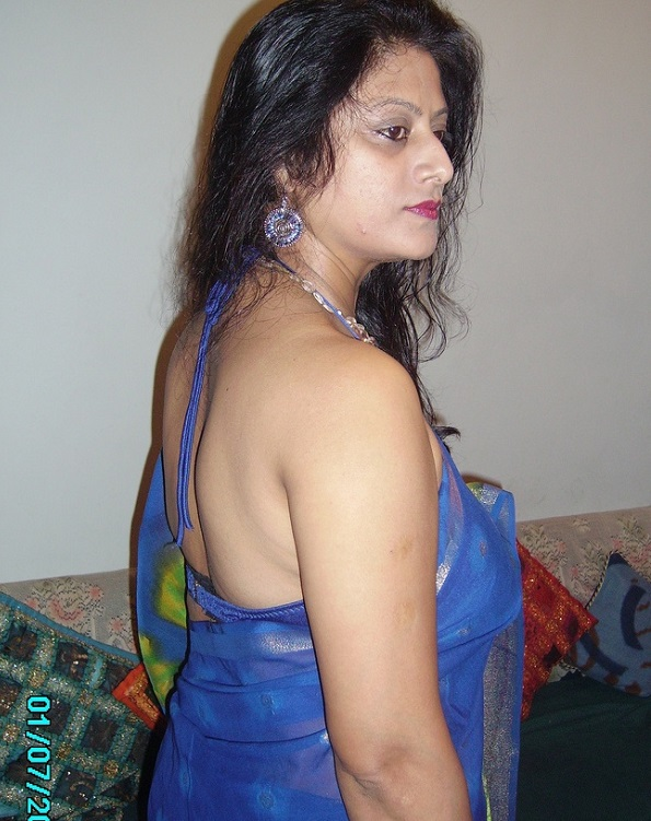 Join told Hot nri aunty in party picture are mistaken