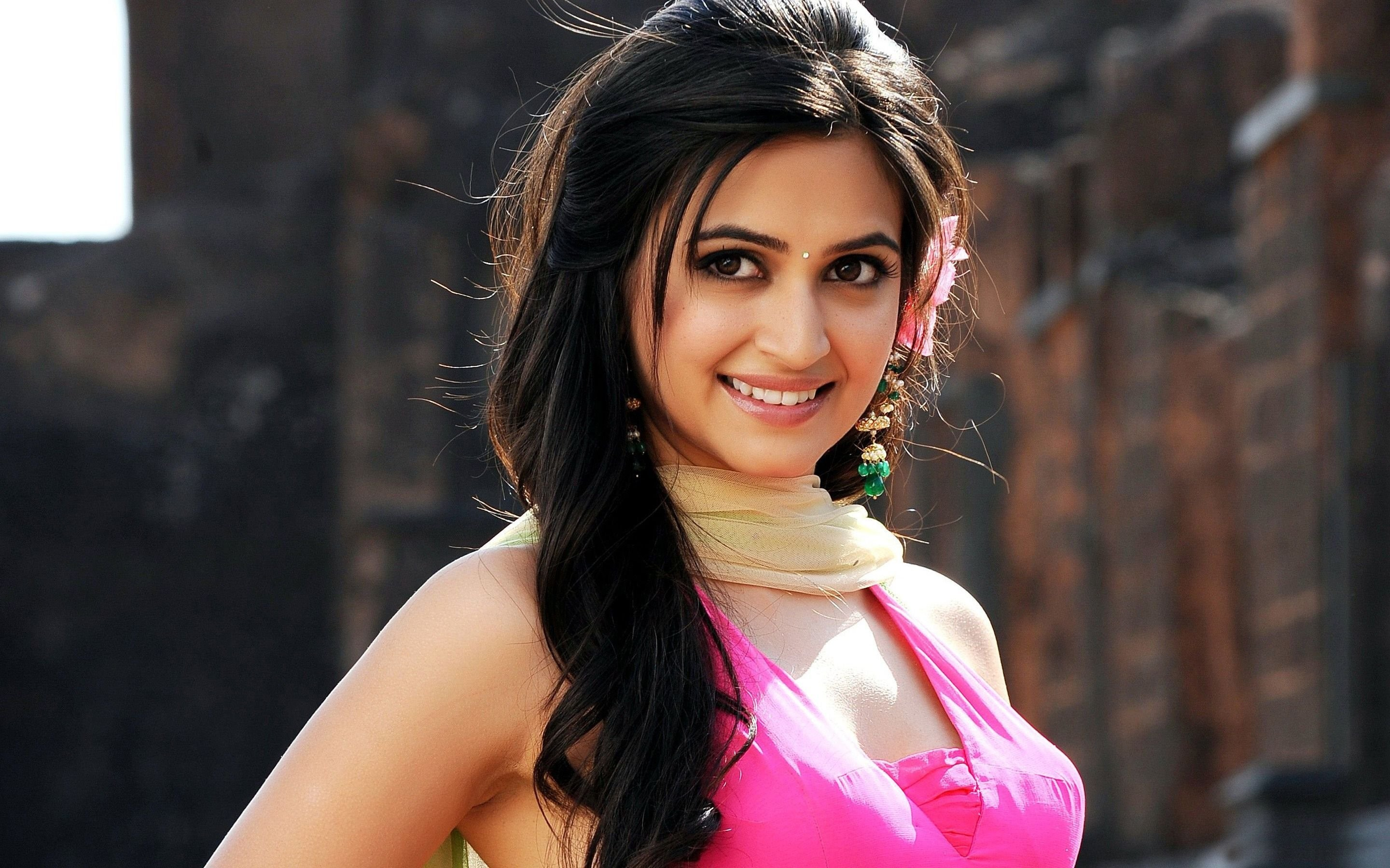 indian actress kriti kharbanda hot pics | welcomenri